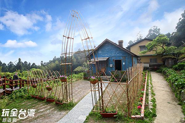 藍色小木屋搭配綠林~好浪漫/玩全台灣旅遊網攝