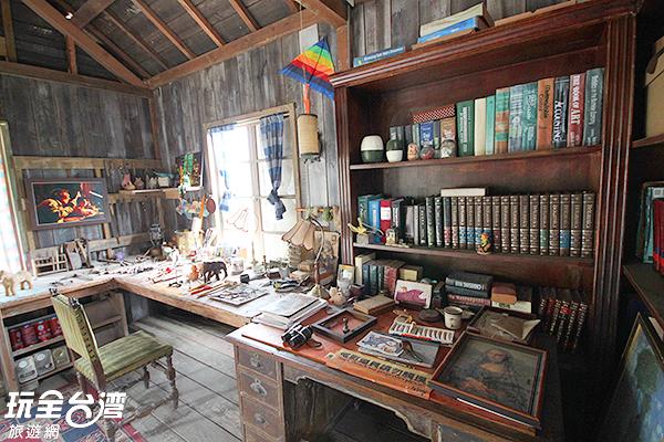 書籍、繪畫等各種精巧小物都仍完整地保存著/玩全台灣旅遊網攝