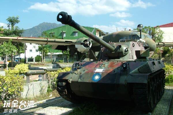 迷彩的坦克車好壯觀 /玩全台灣旅遊網攝