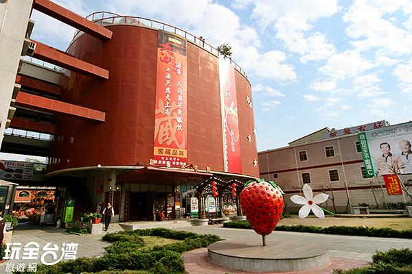 大大的草莓模型是拍照最佳取景點/玩全台灣旅遊網攝