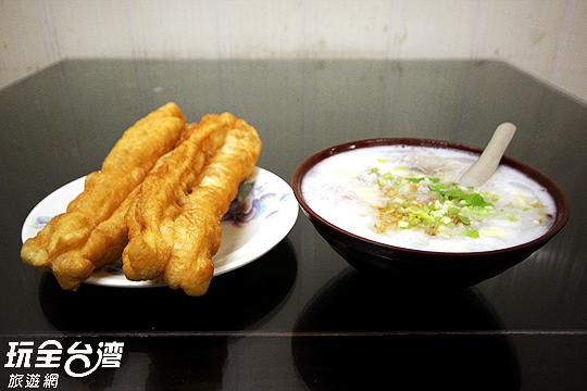 粥糜和油條可是絕配!/玩全台灣旅遊網攝