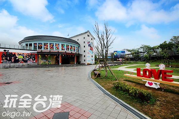 有大草皮耶~還有LOVE裝置可以拍個不停/玩全台灣旅遊網攝