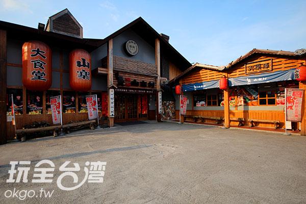 日式穀倉外觀掛上大紅燈籠,風味獨具/玩全台灣旅遊網攝
