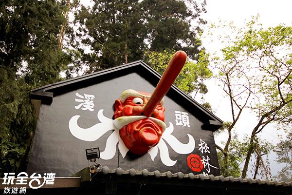 巨大的紅色天狗是熱門拍照背景/玩全台灣旅遊網攝
