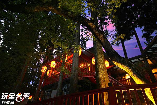 晚上的妖怪村充滿另一股神祕氣息/玩全台灣旅遊網攝