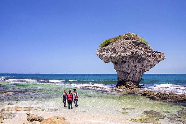 小琉球著名的「花瓶岩」/玩全台灣旅遊網特約記者陳健安攝