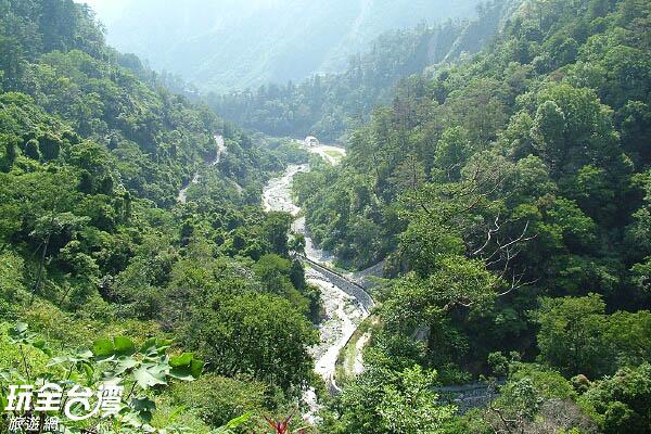 高海拔的山勢加上潺潺流經的十文溪與佳保溪,構成如畫般的美麗夢境/玩全台灣旅遊網攝