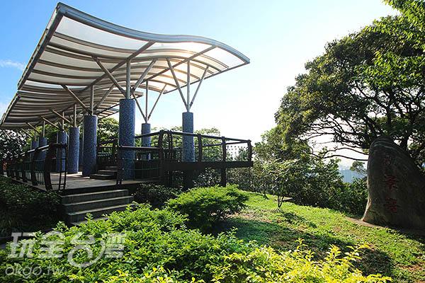 虎頭山4:以流線型的玻璃蓋成的虎頭山觀景台/玩全台灣旅遊網攝