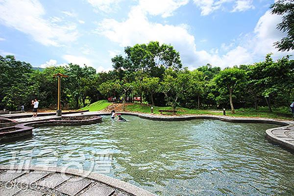 在夏日艷陽下戲水好消暑~大小朋友都玩得不亦樂乎/玩全台灣旅遊網攝