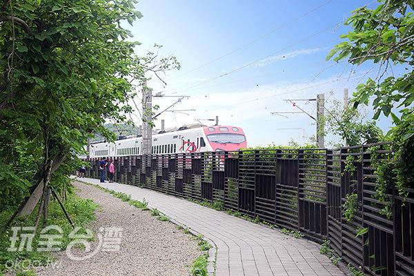 不時還有火車呼嘯而過/玩全台灣旅遊網特約記者陳健安攝
