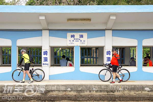 崎頂遊玩可選擇台鐵漫步或騎乘自行車道/玩全台灣旅遊網特約記者陳健安攝