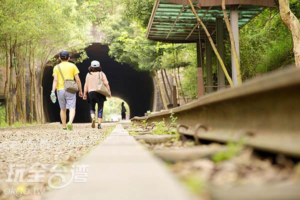 不用導航、不用方向,跟著鐵軌走就行/玩全台灣旅遊網特約記者陳健安攝