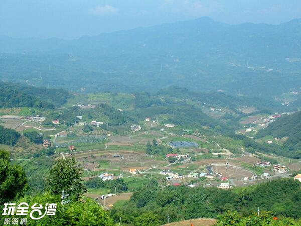 俯瞰整個大湖鄉美景 /玩全台灣旅遊網攝
