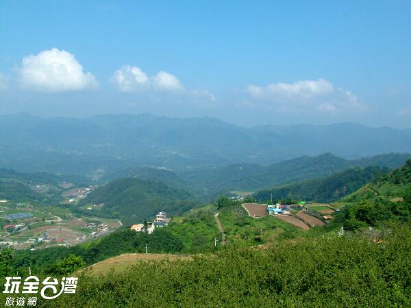 登上山頂視野遼闊/玩全台灣旅遊網攝