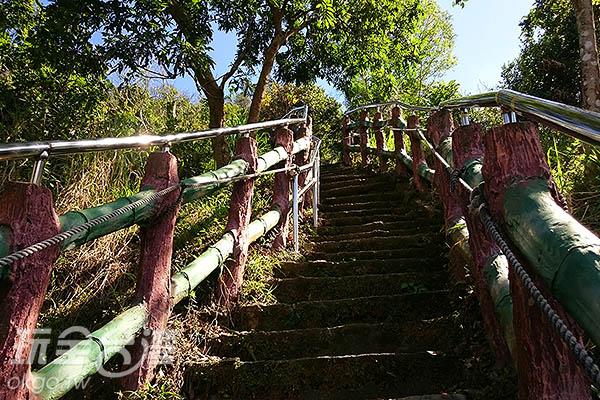 陡峭階梯是個挑戰呢!/玩全台灣旅遊網特約記者蔡忻容攝