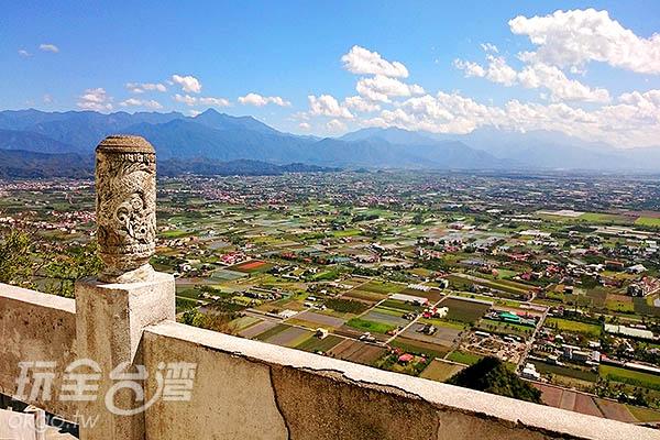 另一方向更可看到美濃區的風景/玩全台灣旅遊網特約記者蔡忻容攝