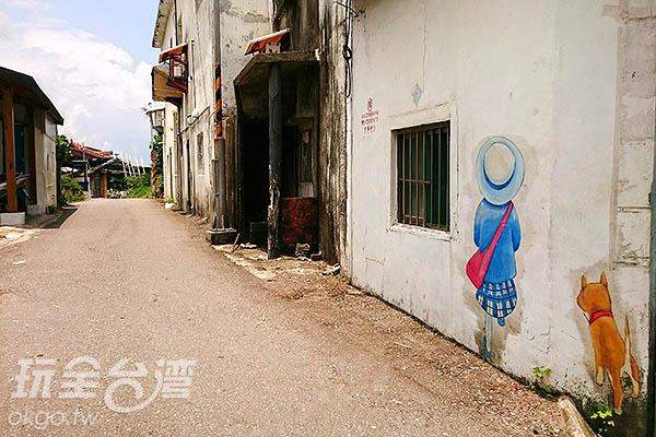 部落裡有幾米的11幅畫作,以繪本「走向春天的下午」主角小米與阿吉為主/玩全台灣旅遊網特約記者蔡忻容攝