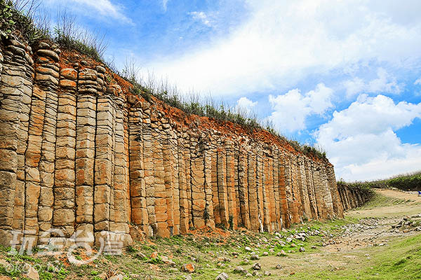 層層相疊的柱狀玄武岩/玩全台灣旅遊網特約記者陳健安攝