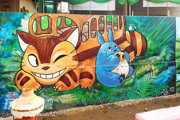可愛的中、小龍貓和龍貓公車變成一幅美麗的圖畫/玩全台灣旅遊網攝