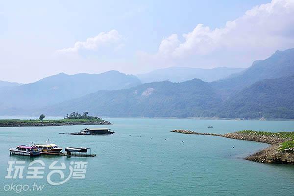 邊野餐邊欣賞湖景實在愜意/玩全台灣旅遊網特約記者吳明倫攝
