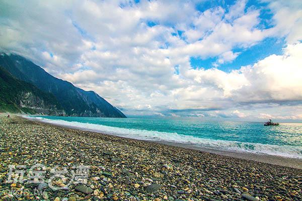 可在此欣賞落日與斷崖的景觀/玩全台灣旅遊網攝