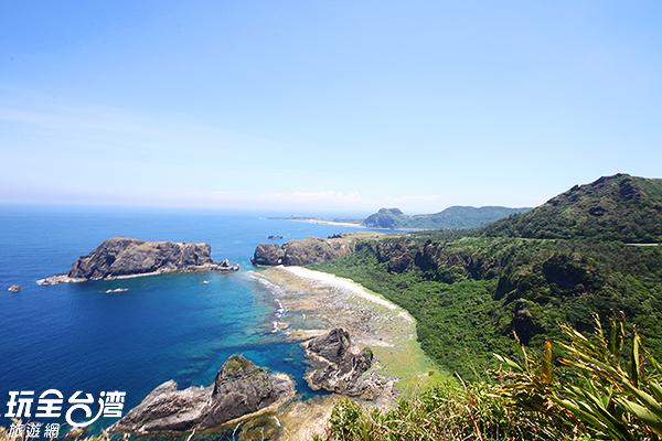 綠島有著令人驚艷的山海景致/玩全台灣旅遊網攝