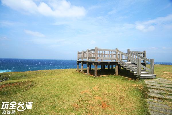 站在景觀台擁有居高臨下的視野優勢/玩全台灣旅遊網攝