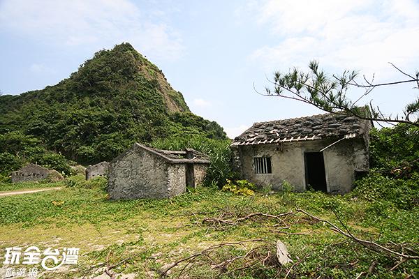 昔日存有的聚落,留下荒廢建築/玩全台灣旅遊網攝