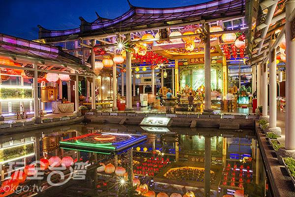中間的「天池」不少人當成許願池/玩全台灣旅遊網特約記者陳健安攝
