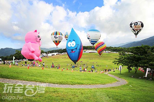 各種造型的熱氣球在鹿野高台上爭奇鬥豔/玩全台灣旅遊網攝