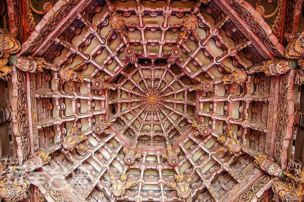 鹿港廟宇著名特色「天井」/玩全台灣旅遊網特約記者陳健安攝