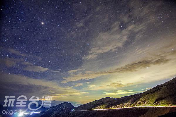 隨著武嶺上遊客漸多,雲層也漸漸化開/玩全台灣旅遊網特約記者陳健安攝