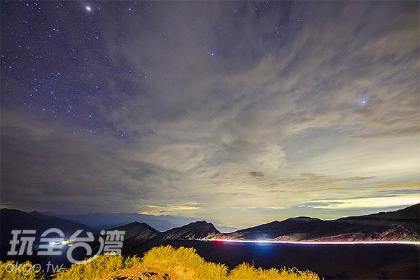 儘管雲層依然厚實,也澆不熄想看銀河的熱情/玩全台灣旅遊網特約記者陳健安攝