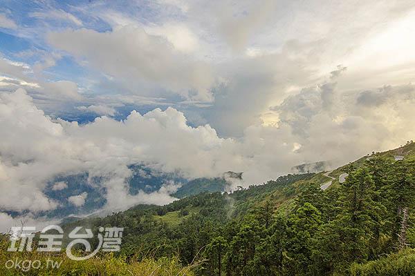 驅車在蜿蜒的埔霧公路上/玩全台灣旅遊網特約記者陳健安攝