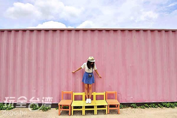 超好拍的粉紅貨櫃牆/玩全台灣旅遊網特約記者陳健安攝