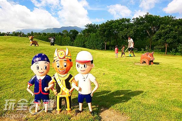 這裡有一大片草原,還有可愛的台灣黑熊、麋鹿、山豬陪伴著,漫步其中心情舒暢無比/玩全台灣旅遊網特約記者蔡忻容攝