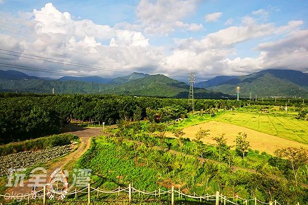 登上「夏至丘」,可以360度俯瞰整個園區與遠方的美景。/玩全台灣旅遊網特約記者蔡忻容攝