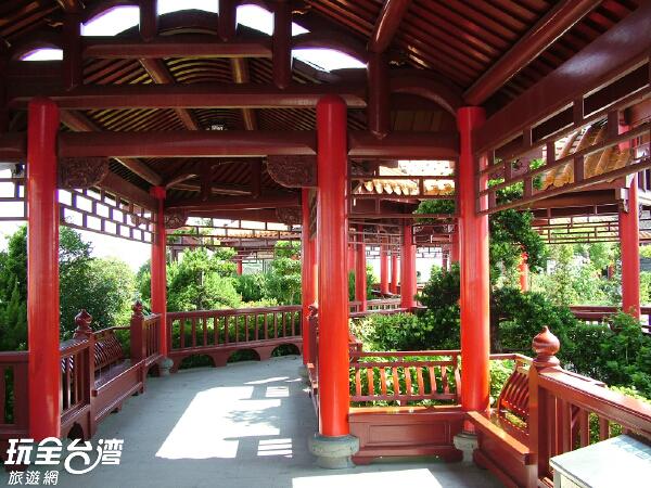 中國式的亭台樓閣提供休息歇腳的好地方/玩全台灣旅遊網攝