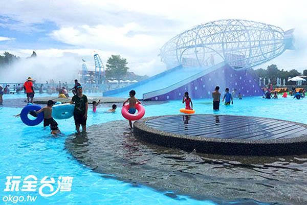 大型的水上遊樂設施帶來無限歡樂/玩全台灣旅遊網攝