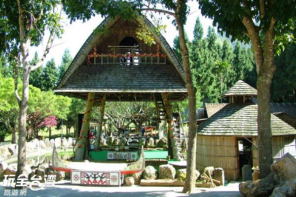 除了自然景觀、遊樂設施,少數民族的特殊人文是九族的最大特色/玩全台灣旅遊網攝