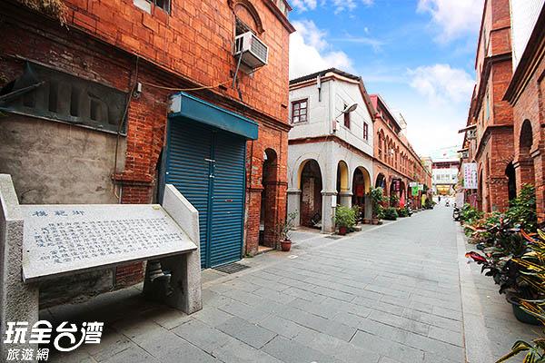 32間連廊式洋樓店屋搭配中國式風格建築組成街道/玩全台灣旅遊網攝