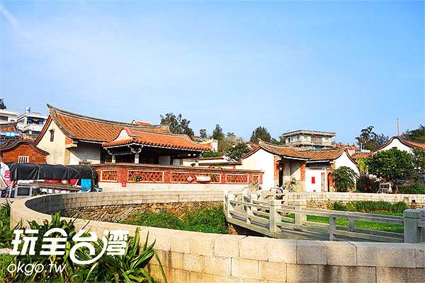 村落周圍環山,中間有座大潭,風水絕佳/玩全台灣旅遊網攝