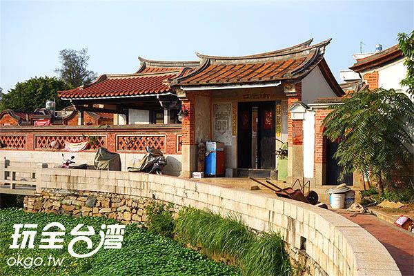 珠山聚落以薛式宗廟為中心,兩旁環繞著古式洋樓/玩全台灣旅遊網攝