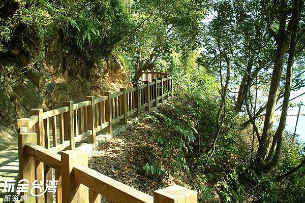 步道兩旁種有蔣夫人喜愛的桂花樹及梔子樹/玩全台灣旅遊網攝