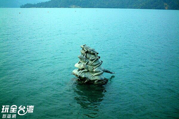 九蛙疊羅漢是缺水期遊客爭相目睹的熱門指標/玩全台灣旅遊網攝
