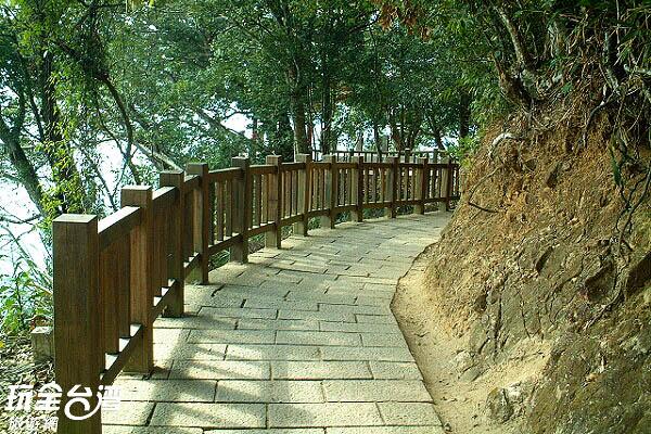 從此步道可以通往涵碧樓/玩全台灣旅遊網攝