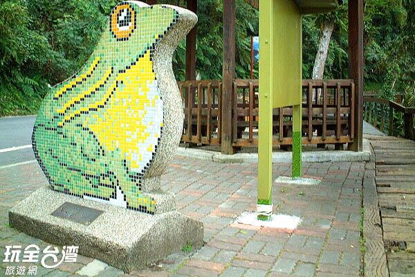 大大的青蛙表達了水蛙頭的主要意象/玩全台灣旅遊網攝