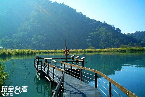 緣著步道可以走到湖上/玩全台灣旅遊網攝