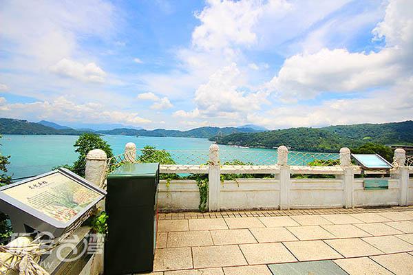 步道上方的頂端平台,可以眺望日月潭景致/玩全台灣旅遊網攝