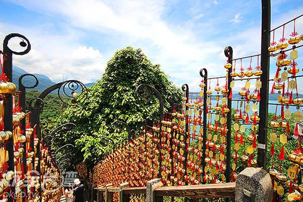 抵達階梯上方往左手邊看,可以看到遼闊湖景喔/玩全台灣旅遊網攝